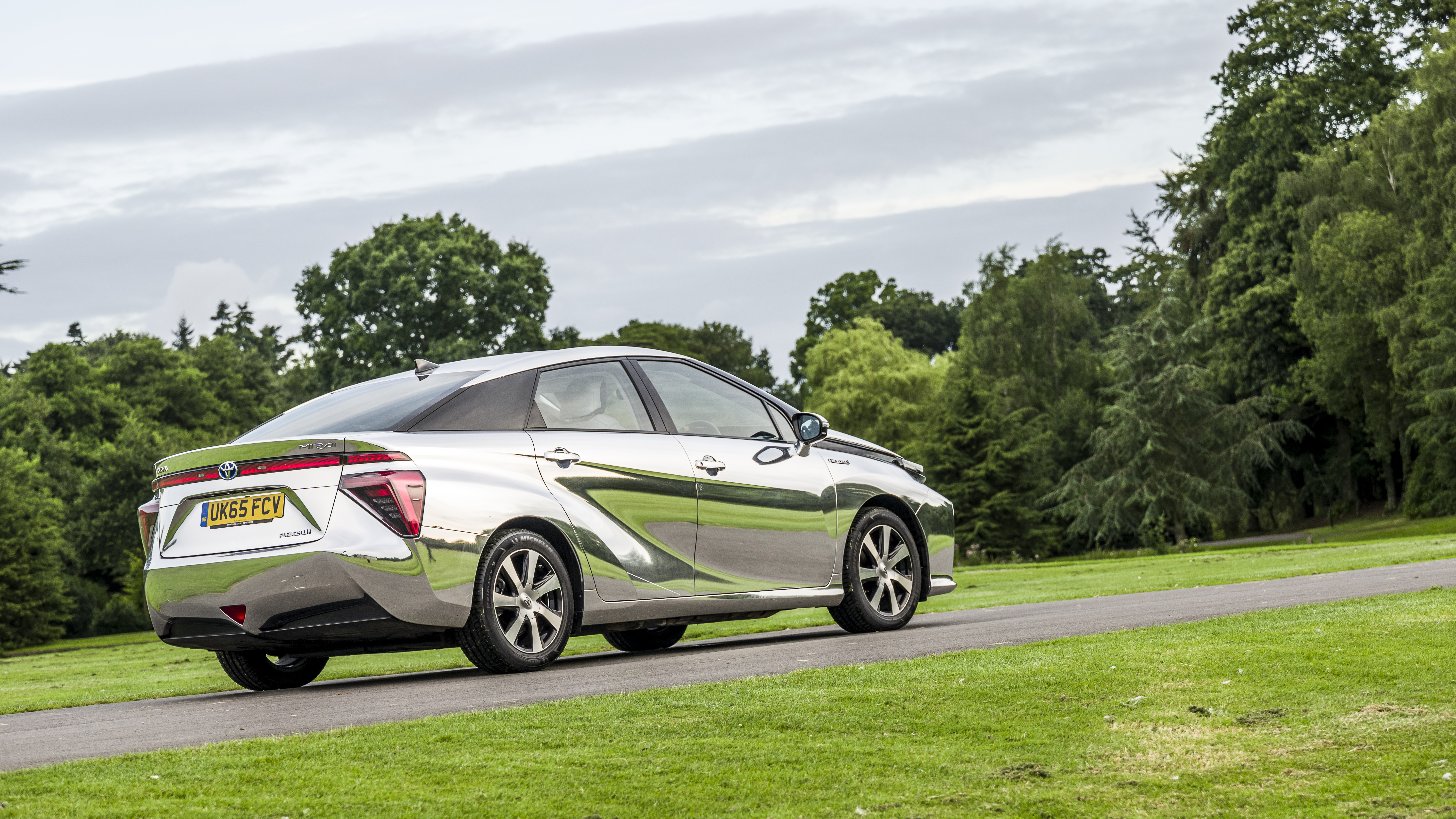 Hydrogen Cars: Hydrogen Cars: Powered By Air And The Only Emission Is