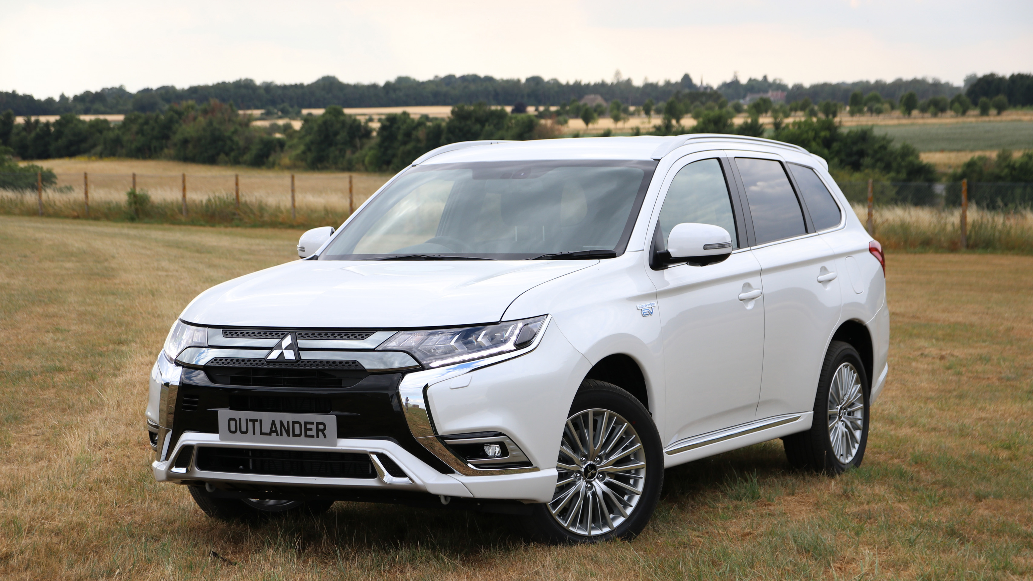 Mitsubishi Outlander Review and Buying Guide: Best Deals and Prices |  BuyaCar