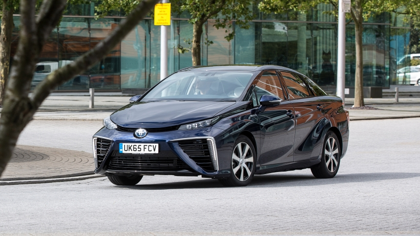 Hydrogen cars: powered by air and the only emission is water